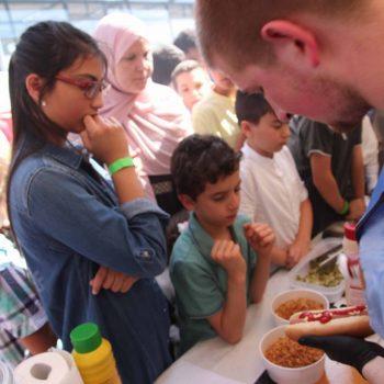 München-feiert-eid-2017-Essen-Hot-dogs