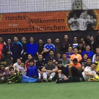 Münchner Muslime in der Soccerhalle Fußball